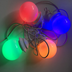 4 grote bollen met gekleurde LED-lampen